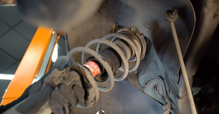 Step-by-step recommendations for DIY replacement Golf 5 2009 2.0 TDI 16V Shock Absorber