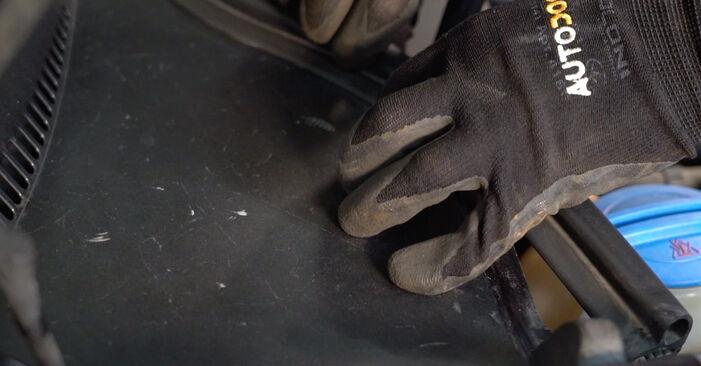 VW GOLF 1.6 Stoßdämpfer ausbauen: Anweisungen und Video-Tutorials online
