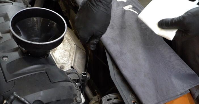 Austauschen Anleitung Ölfilter am PEUGEOT 207 (WA_, WC_) 2006 1.4 HDi selbst