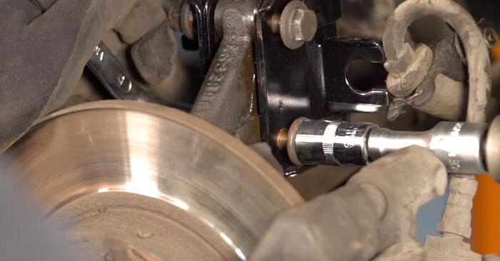 Sostituendo Ammortizzatori su Fiat Punto 188 2009 1.2 60 da solo