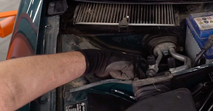 Jak odstranit VW PASSAT 1.6 2000 Tlumic perovani - online jednoduché instrukce
