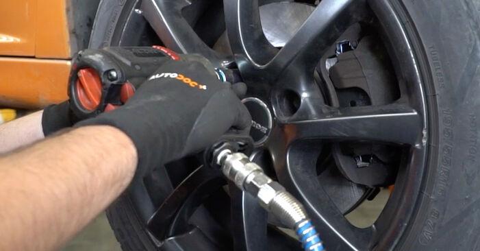 Wie man PEUGEOT 207 (WA_, WC_) 1.4 HDi 2007 Bremsscheiben wechselt - Schritt-für-Schritt-Leitfäden und Video-Tutorials