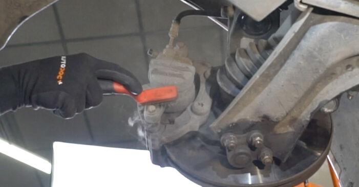 Wie man Bremsscheiben beim PEUGEOT 207 (WA_, WC_) 2011 auswechselt – Downloaden Sie sich PDF-Tutorials und Videoanleitungen herunter