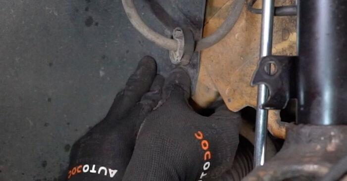 Radlager beim PEUGEOT 207 1.4 HDi 2013 selber erneuern - DIY-Manual