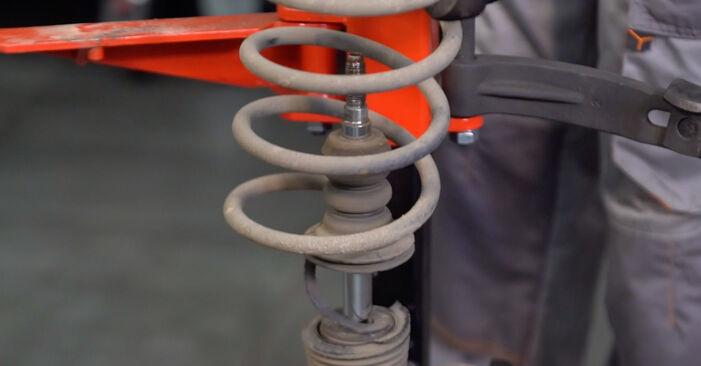 Stoßdämpfer beim RENAULT TWINGO 1.2 LPG 2000 selber erneuern - DIY-Manual