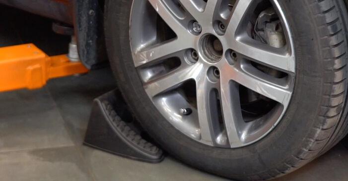 VW TOURAN 2010 Blazilnik priročnik za zamenjavo s koraki