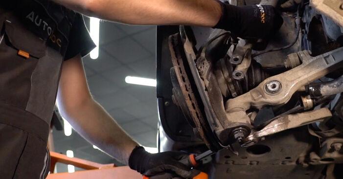 AUDI A4 2.5 TDI quattro Stoßdämpfer ausbauen: Anweisungen und Video-Tutorials online
