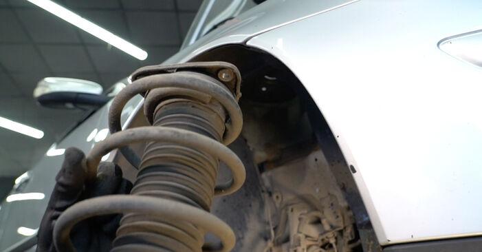 Schritt-für-Schritt-Anleitung zum selbstständigen Wechsel von Volvo v50 mw 2006 1.8 FlexFuel Stoßdämpfer