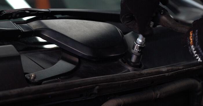 Toyota Prius 2 1.5 Hybrid (NHW2_) 2005 Amortizatorius keitimas: nemokamos remonto instrukcijos