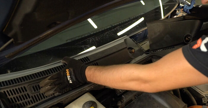 Ar sudėtinga pasidaryti pačiam: Toyota Prius 2 1.5 (NHW2_) 2009 Amortizatorius keitimas - atsisiųskite iliustruotą instrukciją