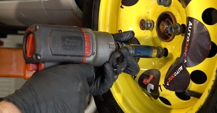 Tausch Tutorial Wasserpumpe + Zahnriemensatz am RENAULT Clio III Schrägheck (BR0/1, CR0/1) 2017 wechselt - Tipps und Tricks