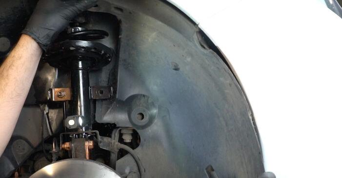 Udskiftning af Vandpumpe + Tandremssæt på Renault Clio 3 2015 1.5 dCi ved gør-det-selv indsats