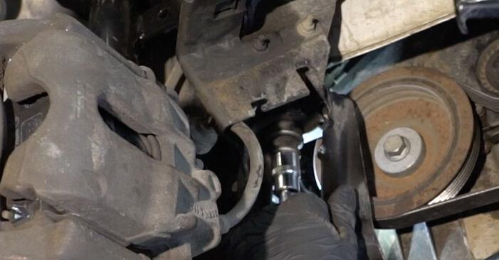 Hvordan man udskifter RENAULT Clio III Hatchback (BR0/1, CR0/1) 1.5 dCi 2006 Vandpumpe + Tandremssæt - trin-for-trin manualer og video vejledninger