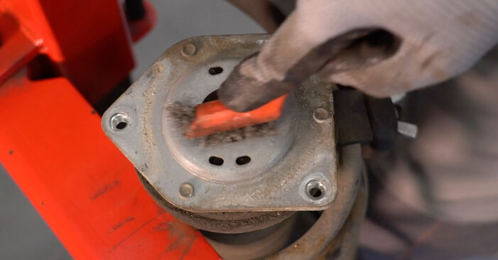 Stoßdämpfer beim MERCEDES-BENZ B-CLASS B 200 CDI 2.0 2011 selber erneuern - DIY-Manual
