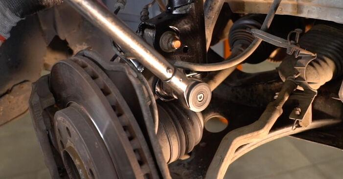 Schritt-für-Schritt-Anleitung zum selbstständigen Wechsel von Mercedes W245 2008 B 150 1.5 (245.231) Stoßdämpfer