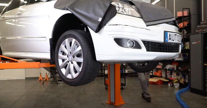 Stoßdämpfer Ihres Mercedes W245 B 170 NGT 2.0 (245.233) 2012 selbst Wechsel - Gratis Tutorial