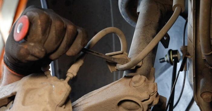 Tausch Tutorial Stoßdämpfer am FORD Fiesta Mk5 Schrägheck (JH1, JD1, JH3, JD3) 2003 wechselt - Tipps und Tricks