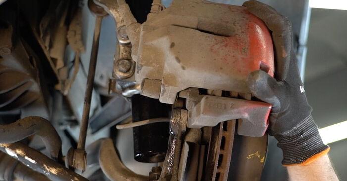 Cómo es de difícil hacerlo usted mismo: reemplazo de Amortiguadores en un BMW E39 525i 2.5 2001 - descargue la guía ilustrada