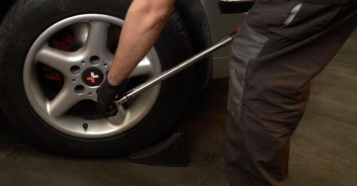 Cambio Amortiguadores en BMW 5 Berlina (E39) 528i 2.8 2000 ya no es un problema con nuestro tutorial paso a paso