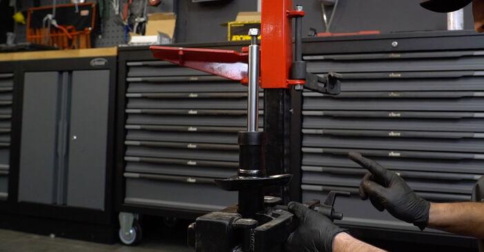 Stoßdämpfer beim AUDI A3 2.0 FSI 2010 selber erneuern - DIY-Manual