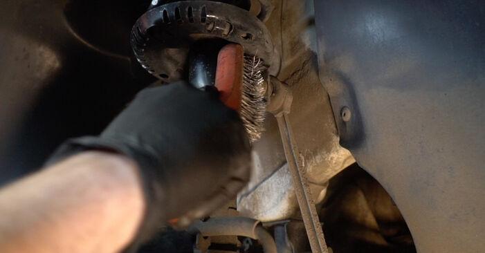 Wie man Stoßdämpfer am VW Polo Limousine (602, 604, 612, 614) 2009 ersetzt - Hinweise und Ratschläge