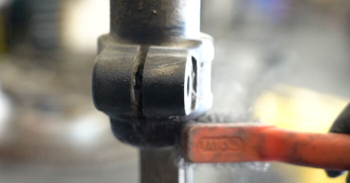 Jak wymienić Amortyzator w AUDI A4 Sedan (8K2, B8) 2010 - wskazówki i porady