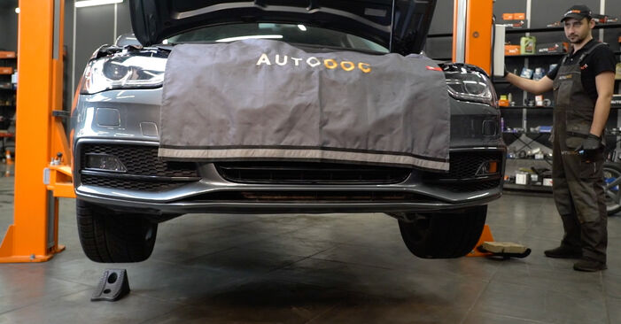 Ile czasu zajmuje wymiana: Amortyzator w Audi A4 B8 Sedan 2015 - pouczająca instrukcja w formacie PDF