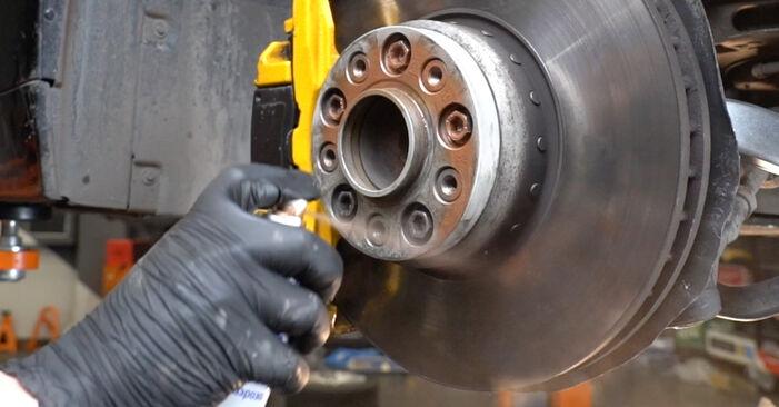 5 Saloon (E60) 525d 3.0 2002 Shock Absorber DIY replacement workshop manual