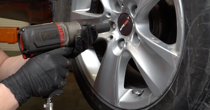 DIY replacement of Shock Absorber on BMW 5 Saloon (E60) 520d 2.0 2005 is not an issue anymore with our step-by-step tutorial