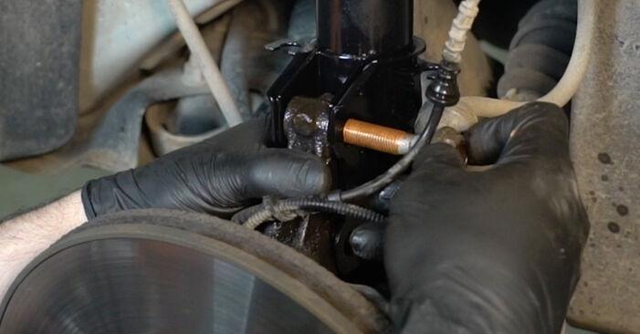 Sostituire Ammortizzatori su FIAT GRANDE PUNTO (199) 1.2 2009 non è più un problema con il nostro tutorial passo-passo