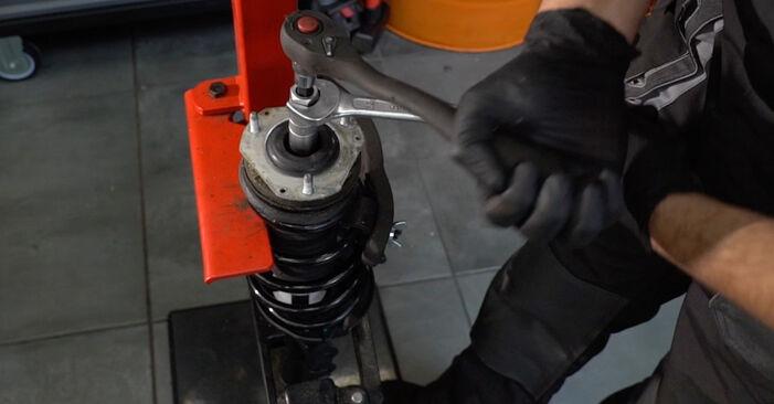 Wie schwer ist es, selbst zu reparieren: Stoßdämpfer Ford Fiesta ja8 1.4 2014 Tausch - Downloaden Sie sich illustrierte Anleitungen