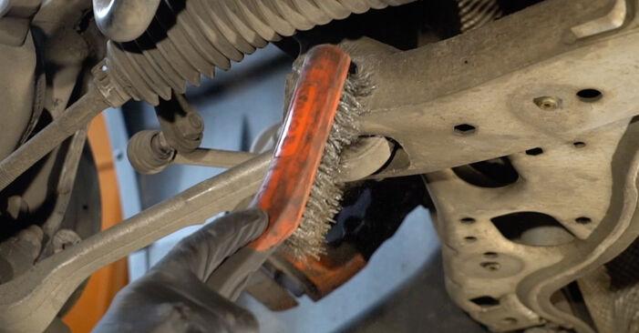 Wie schwer ist es, selbst zu reparieren: Stoßdämpfer BMW E82 120i 2.0 2006 Tausch - Downloaden Sie sich illustrierte Anleitungen