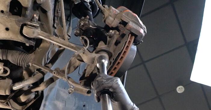 Austauschen Anleitung Stoßdämpfer am BMW E82 2010 120d 2.0 selbst