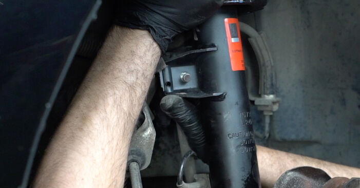 Cambie Amortiguadores en un BMW 1 Coupé (E82) 118d 2.0 2009 usted mismo