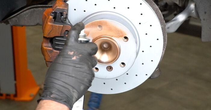 Cómo es de difícil hacerlo usted mismo: reemplazo de Amortiguadores en un BMW E82 120i 2.0 2006 - descargue la guía ilustrada