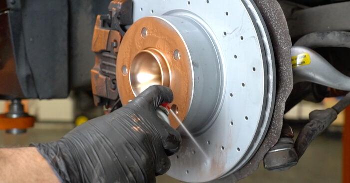 Stoßdämpfer beim BMW 1 SERIES 120d 2.0 2007 selber erneuern - DIY-Manual