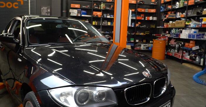 Wie Stoßdämpfer BMW E82 120d 2.0 2006 tauschen - Kostenlose PDF- und Videoanleitungen
