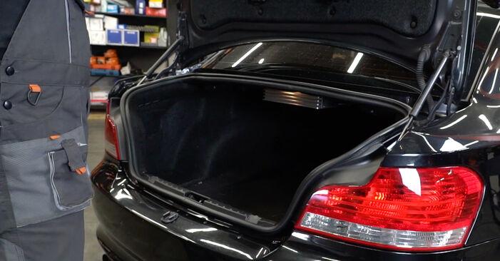 Hur byta Stötdämpare på BMW E82 2006 – gratis PDF- och videomanualer