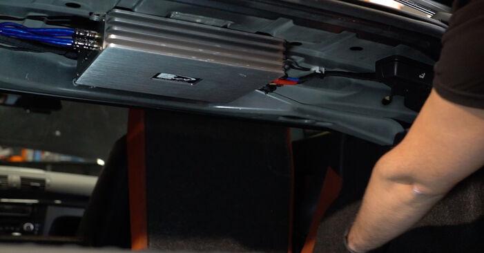 Så byter du BMW 1 Coupe (E82) 120d 2.0 2007 Stötdämpare – manualer och videoguider att följa steg för steg