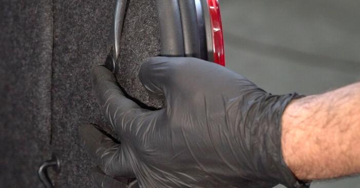 Så byter du Stötdämpare på BMW 1 Coupe (E82) 2011: ladda ned PDF-manualer och videoinstruktioner