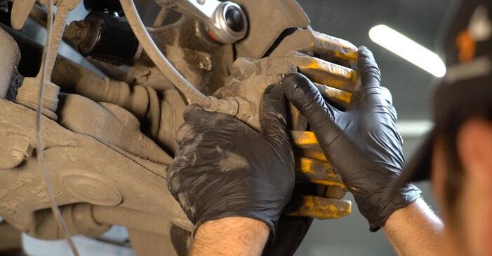 Kako zamenjati BMW 5 Sedan (E60) 530d 3.0 2002 Blazilnik - priročniki s koraki in video vodniki
