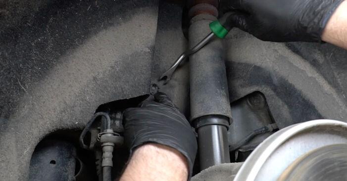 Wie schwer ist es, selbst zu reparieren: Stoßdämpfer Audi A4 B8 Limousine 1.8 TFSI 2013 Tausch - Downloaden Sie sich illustrierte Anleitungen