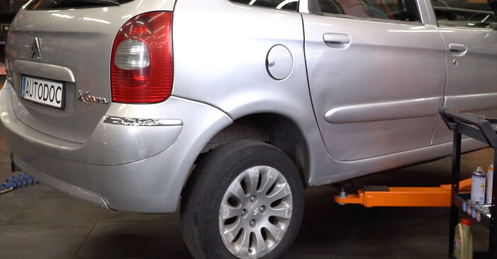Citroen Xsara Picasso 1.6 HDi 2001 Shock Absorber replacement: free workshop manuals