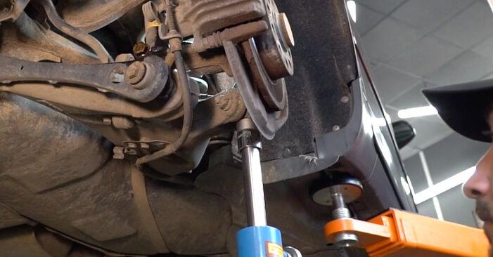 Wie schwer ist es, selbst zu reparieren: Stoßdämpfer Audi A4 B6 Avant 1.8 T quattro 2001 Tausch - Downloaden Sie sich illustrierte Anleitungen