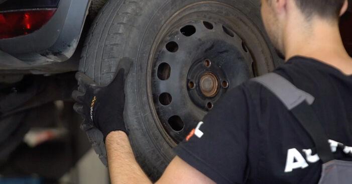 Recomendações passo a passo para a substituição de Opel Corsa C 2003 1.7 DTI (F08, F68) Amortecedor por si mesmo