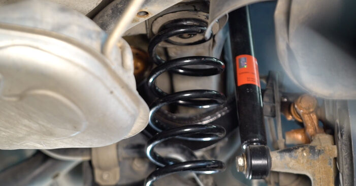Stoßdämpfer am VW TOURAN (1T1, 1T2) 1.6 2008 wechseln – Laden Sie sich PDF-Handbücher und Videoanleitungen herunter