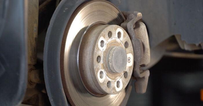 Cum să demontați VW TOURAN 1.6 FSI 2007 Amortizor - instrucțiunile online ușoare de urmărit
