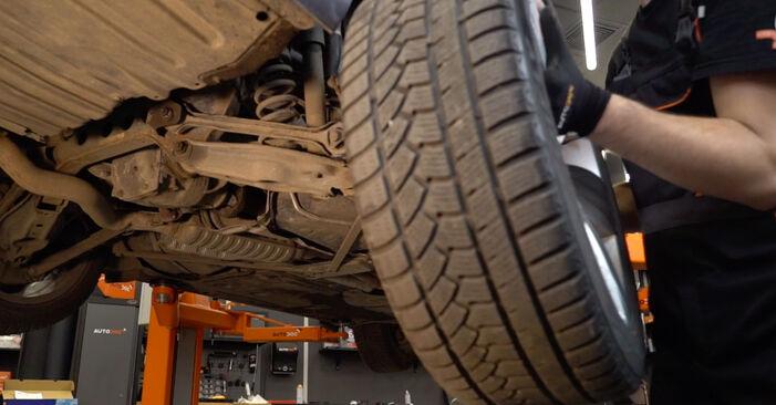 Как се сменя Амортисьор на BMW 3 купе (E92) 330d 3.0 2007 самостоятелно