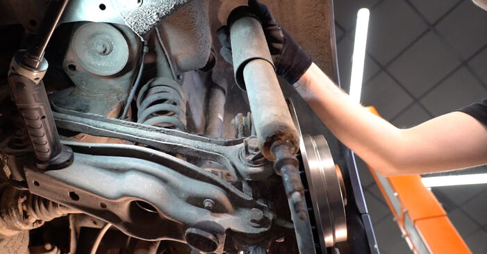Смяна на Амортисьор на BMW E92 2006 335i 3.0 самостоятелно