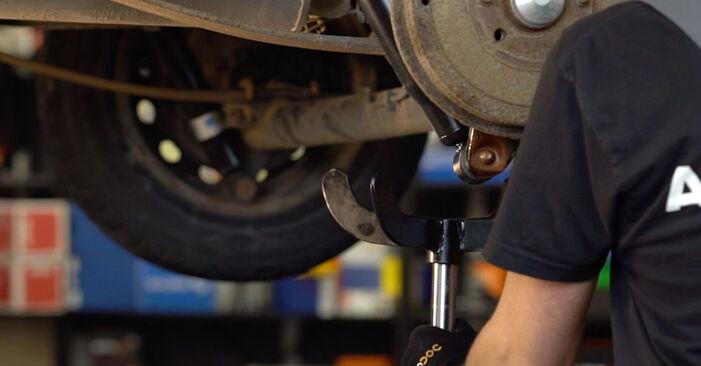 Come rimuovere FIAT DOBLO 1.3 JTD 16V 2005 Ammortizzatori - istruzioni online facili da seguire
